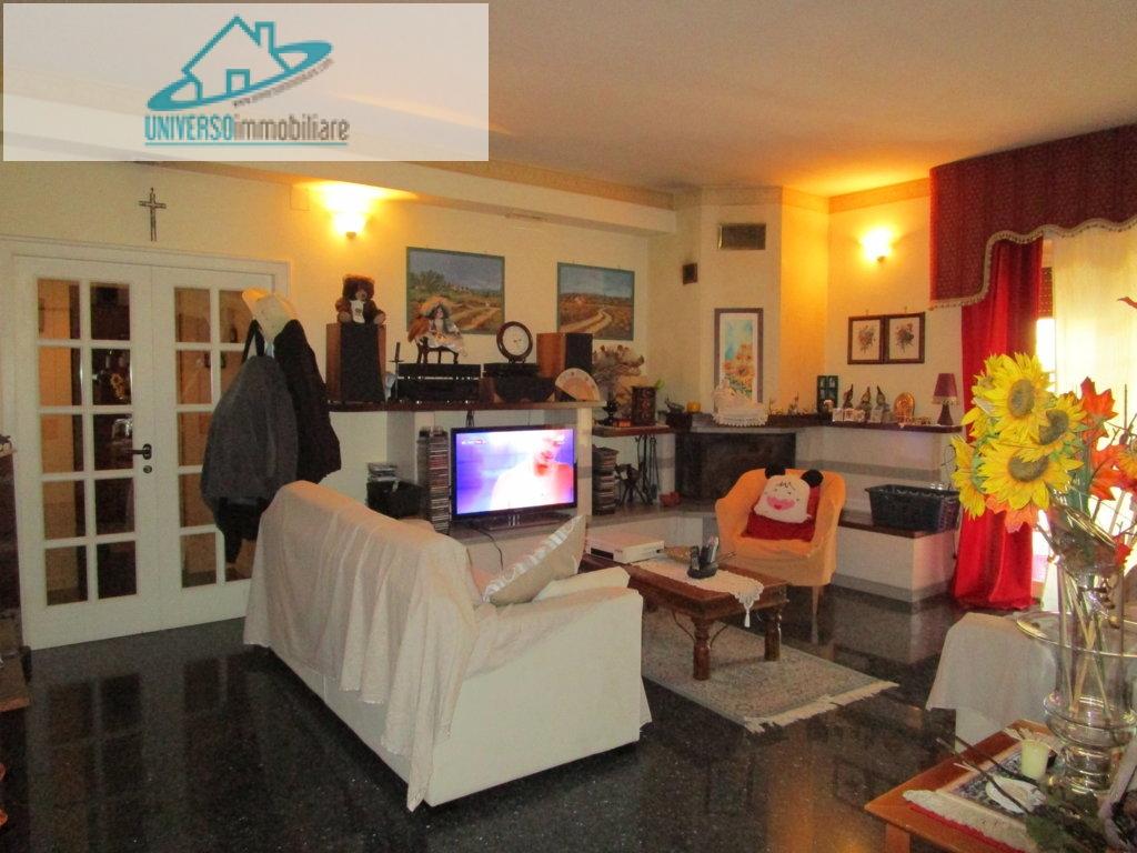 Appartamento in vendita a Monteprandone, 5 locali, zona Zona: Centobuchi, prezzo € 160.000 | CambioCasa.it