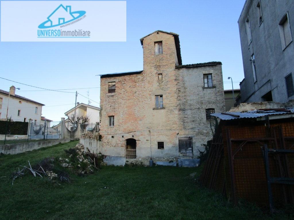 Soluzione Indipendente in vendita a Colli del Tronto, 10 locali, prezzo € 130.000 | Cambio Casa.it