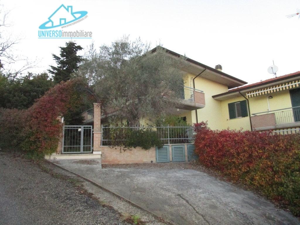 Villa in vendita a Spinetoli, 6 locali, prezzo € 260.000 | Cambio Casa.it
