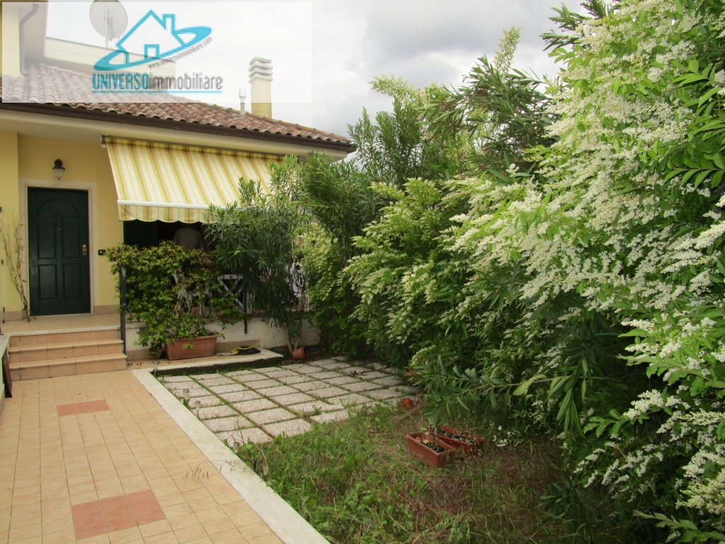 Villa in vendita a Monteprandone, 2 locali, zona Zona: Centobuchi, prezzo € 129.000 | Cambio Casa.it