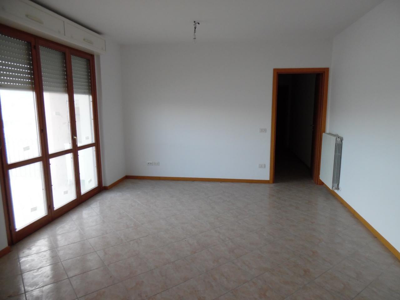 Appartamento in affitto a Monteprandone, 4 locali, zona Zona: Centobuchi, prezzo € 550 | Cambio Casa.it