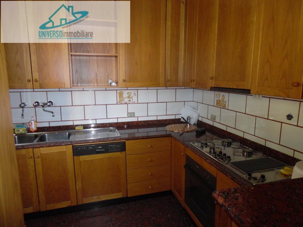 Appartamento in affitto a Monteprandone, 5 locali, zona Zona: Centobuchi, prezzo € 550 | Cambio Casa.it