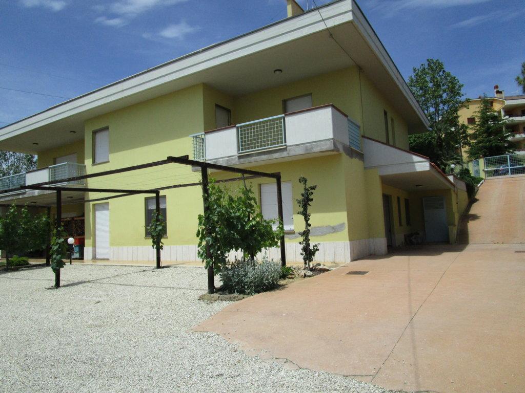 Villa in vendita a Acquaviva Picena, 16 locali, prezzo € 520.000 | Cambio Casa.it