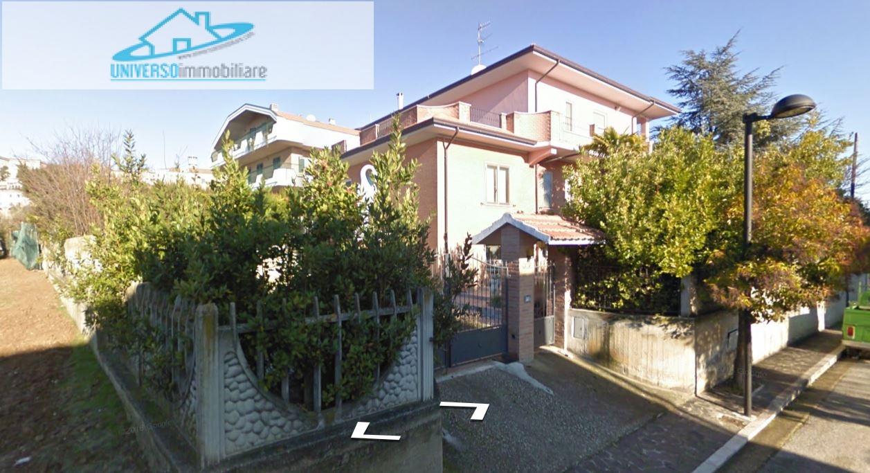 Villa in vendita a Colonnella, 6 locali, prezzo € 280.000 | Cambio Casa.it