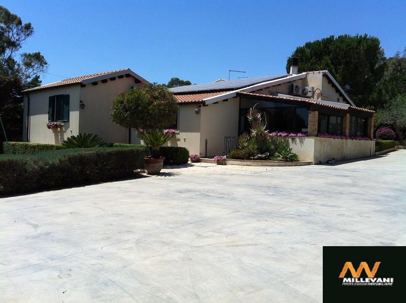 Villa in vendita a Vittoria, 6 locali, Trattative riservate | Cambio Casa.it