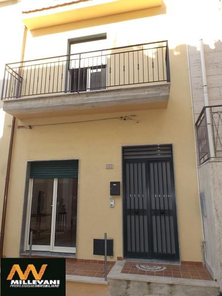 Soluzione Indipendente in vendita a Pozzallo, 6 locali, prezzo € 145.000 | Cambio Casa.it