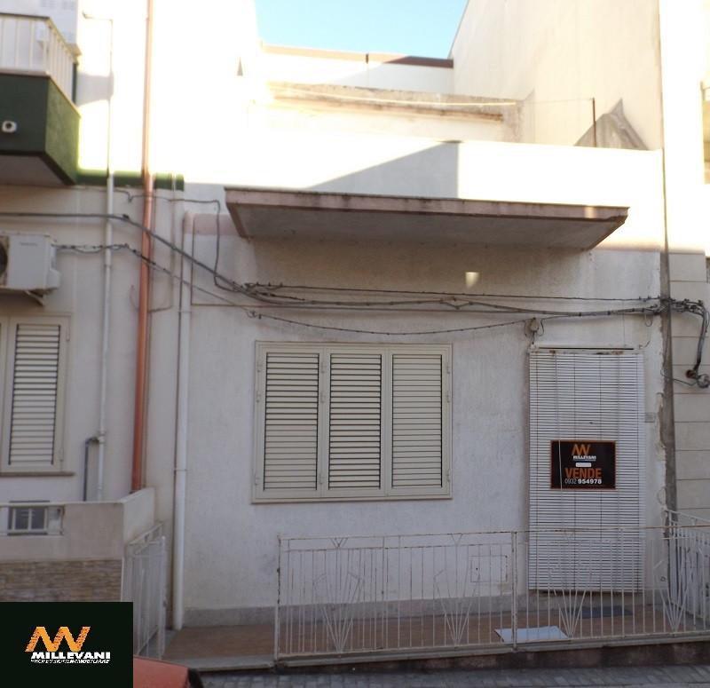 Soluzione Indipendente in vendita a Pozzallo, 5 locali, prezzo € 100.000 | Cambio Casa.it