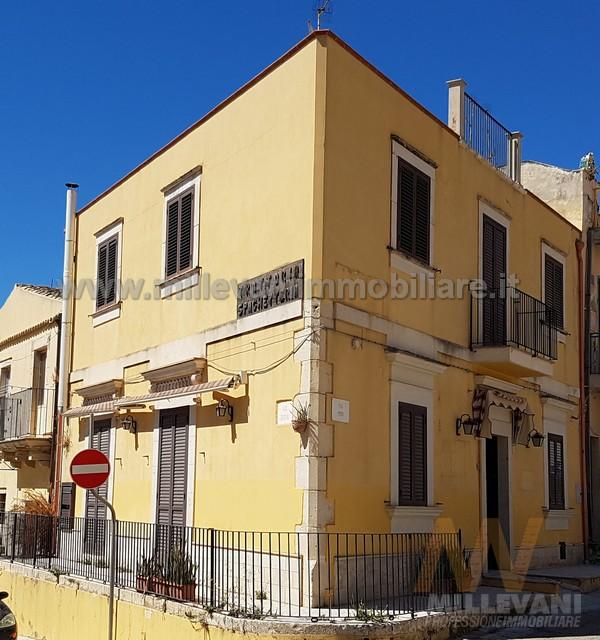 Soluzione Indipendente in vendita a Pozzallo, 6 locali, zona Località: SanPietro, prezzo € 180.000   Cambio Casa.it