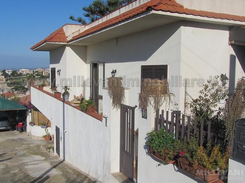 Villa in vendita a Scicli, 6 locali, zona Località: CavadAliga, prezzo € 195.000 | Cambio Casa.it