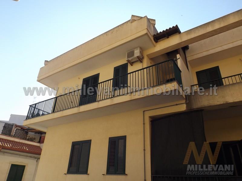 Appartamento in vendita a Pozzallo, 8 locali, zona Località: ViaPapaGiovanni, prezzo € 195.000 | Cambio Casa.it