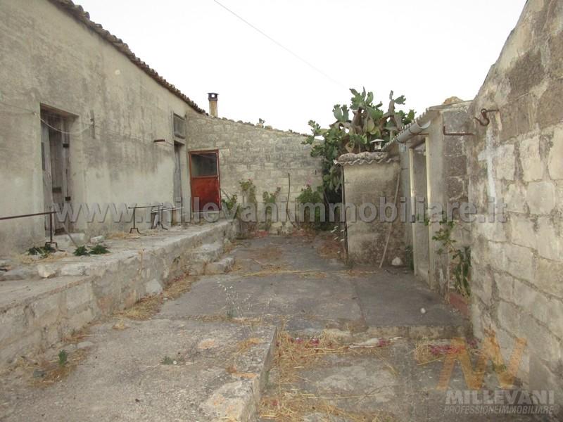 Rustico / Casale in vendita a Scicli, 5 locali, prezzo € 150.000   Cambio Casa.it