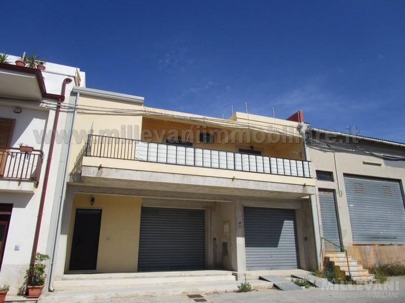 Appartamento in vendita a Scicli, 4 locali, zona Zona: Donnalucata, prezzo € 150.000   Cambio Casa.it