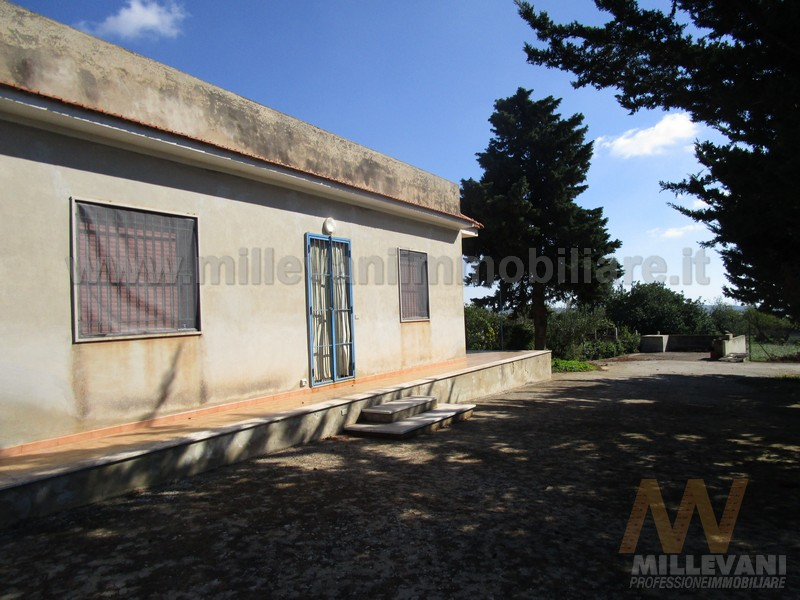 Villa in vendita a Scicli, 4 locali, prezzo € 120.000 | Cambio Casa.it
