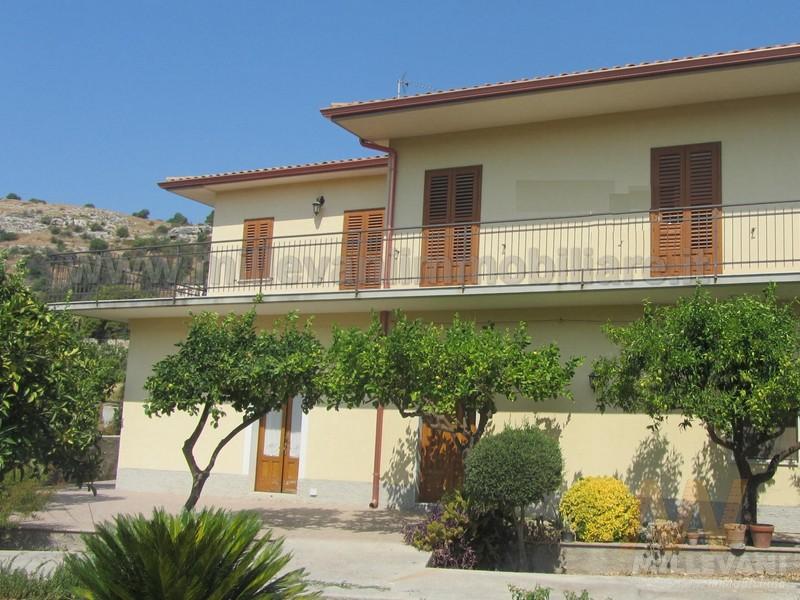 Villa in vendita a Scicli, 5 locali, prezzo € 245.000 | Cambio Casa.it