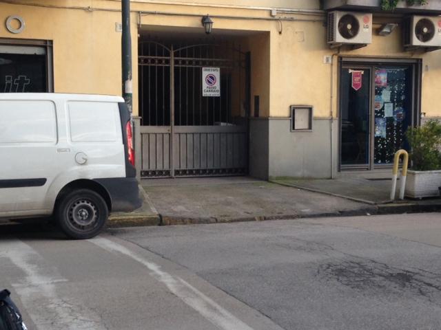 Bilocale Napoli Via Giustiniano 4