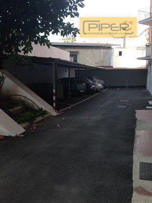 Negozio / Locale in affitto a Napoli, 9999 locali, zona Zona: 10 . Bagnoli, Fuorigrotta, Agnano, prezzo € 1.000 | Cambio Casa.it