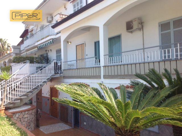 Villa in vendita a Napoli, 9 locali, prezzo € 480.000 | Cambio Casa.it