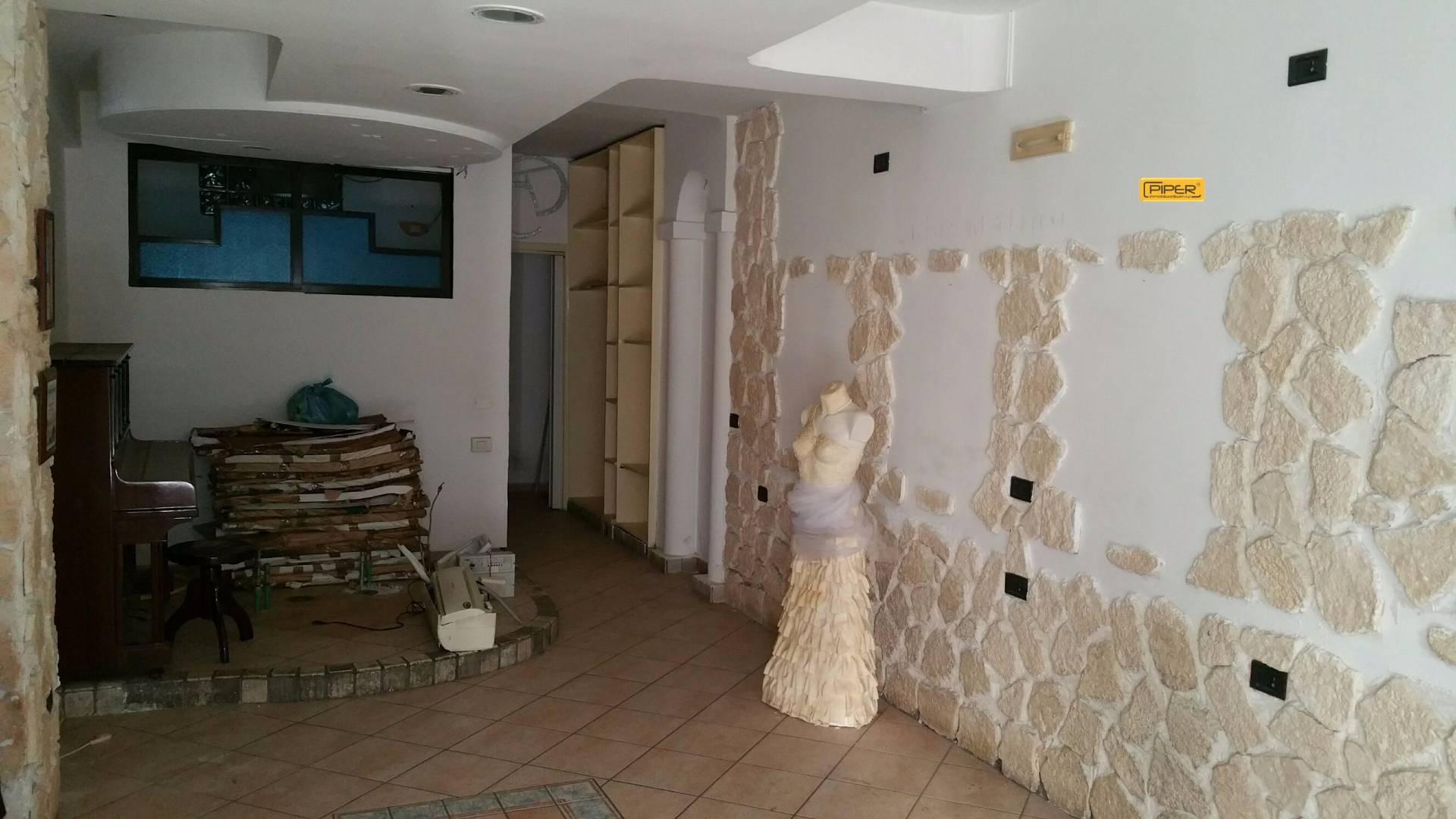 Attività / Licenza in affitto a Napoli, 9999 locali, zona Zona: 10 . Bagnoli, Fuorigrotta, Agnano, prezzo € 500 | Cambio Casa.it