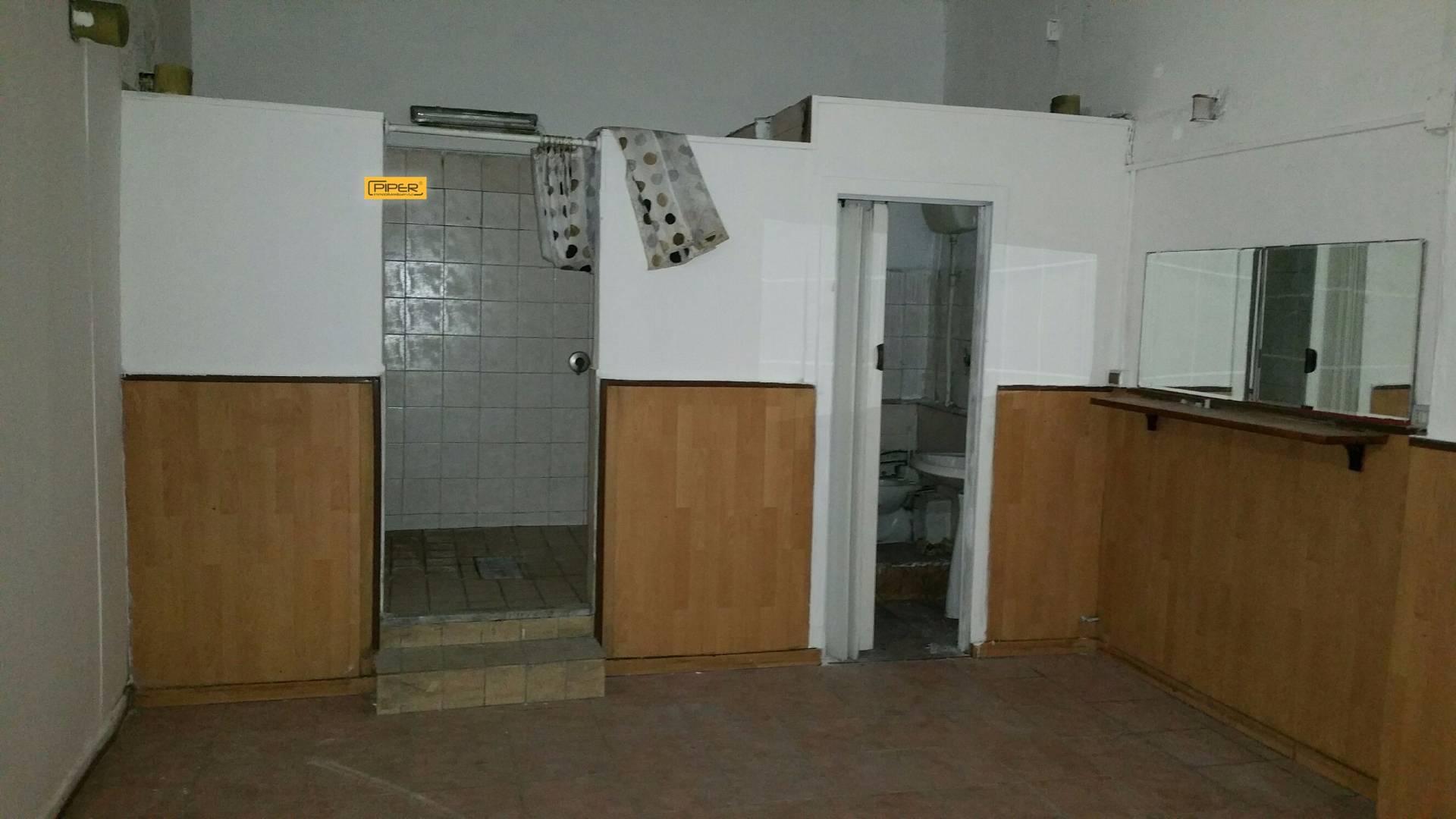 Negozio / Locale in affitto a Napoli, 9999 locali, zona Zona: 10 . Bagnoli, Fuorigrotta, Agnano, prezzo € 500 | Cambio Casa.it