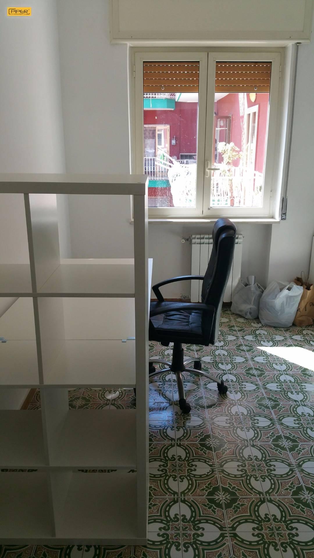 Appartamento in affitto a Napoli, 4 locali, zona Zona: 9 . Soccavo, Pianura, prezzo € 400 | Cambio Casa.it