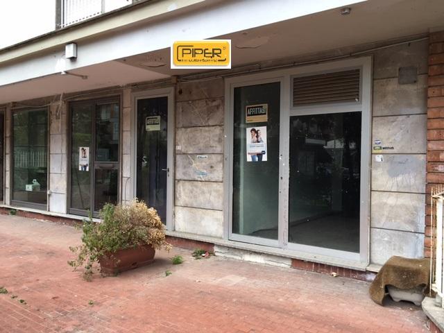 Negozio / Locale in affitto a Napoli, 9999 locali, zona Località: ColliAminei, prezzo € 800 | Cambio Casa.it