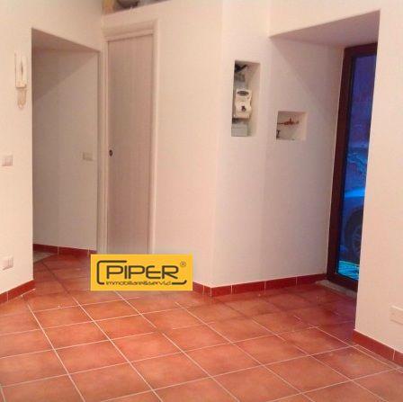 Negozio / Locale in affitto a Napoli, 9999 locali, zona Località: ZonaIndustriale, prezzo € 370 | Cambio Casa.it