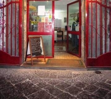 Attività / Licenza in affitto a Napoli, 9999 locali, zona Località: SanGiuseppe, prezzo € 80.000 | Cambio Casa.it