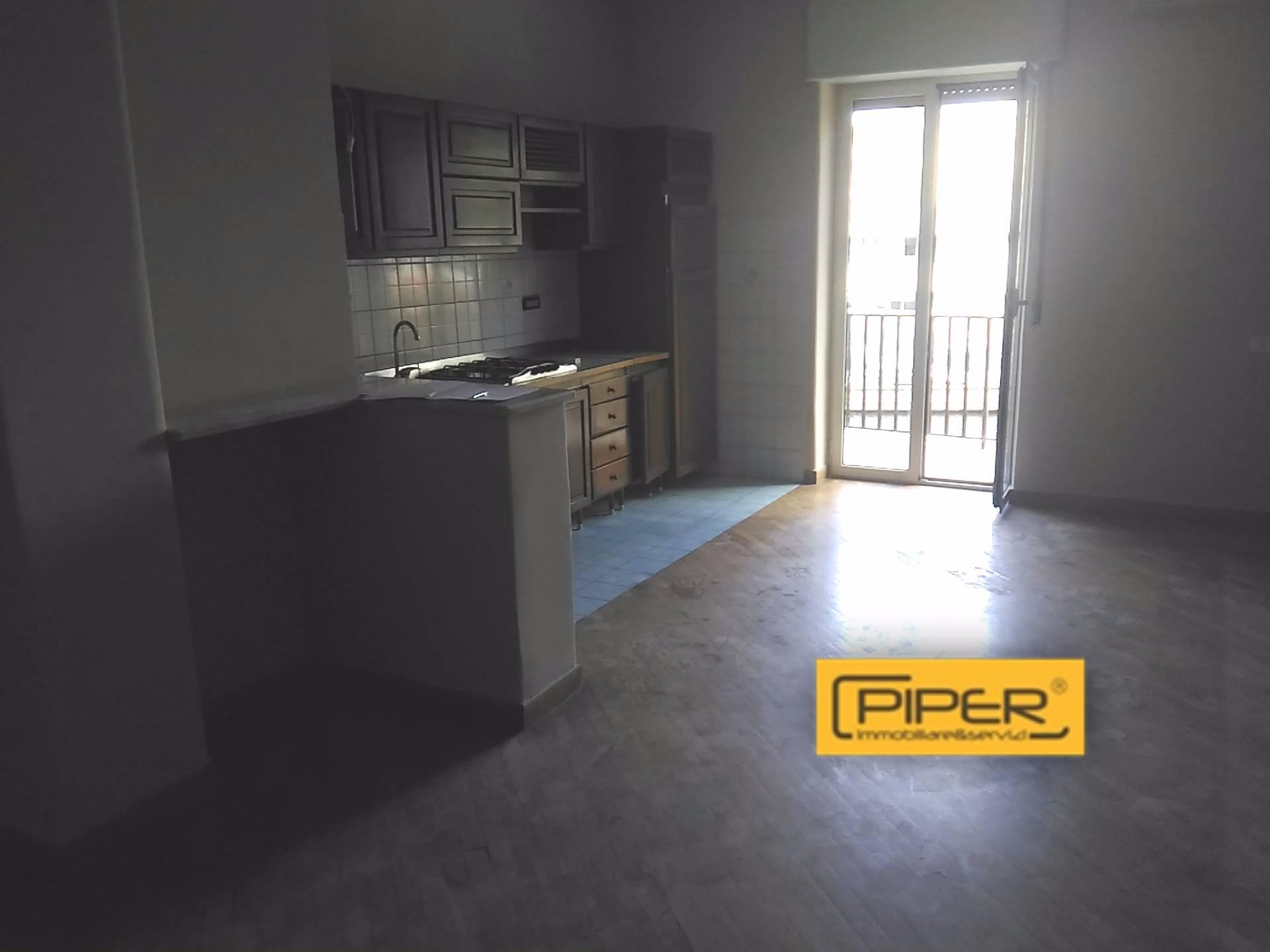 Appartamento in affitto a Napoli, 4 locali, zona Zona: 10 . Bagnoli, Fuorigrotta, Agnano, prezzo € 650 | CambioCasa.it