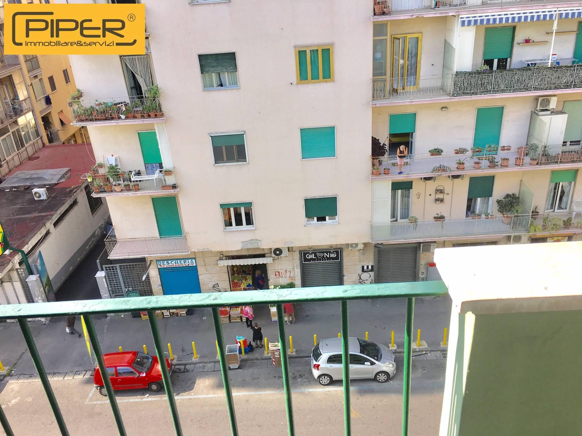 Appartamento in affitto a Napoli, 3 locali, zona Zona: 10 . Bagnoli, Fuorigrotta, Agnano, prezzo € 600 | CambioCasa.it