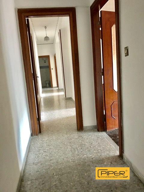 Appartamento in affitto a Napoli, 6 locali, zona Zona: 10 . Bagnoli, Fuorigrotta, Agnano, prezzo € 750 | Cambio Casa.it