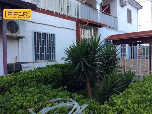 Villa in vendita a Napoli, 8 locali, zona Località: Agnano, prezzo € 195.000 | Cambio Casa.it