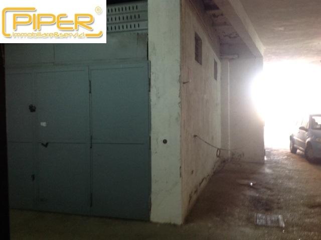 Box / Garage in vendita a Napoli, 1 locali, zona Località: ColliAminei, prezzo € 40.000 | CambioCasa.it