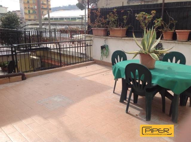 Appartamento in affitto a Napoli, 5 locali, zona Località: Agnano, prezzo € 650 | CambioCasa.it