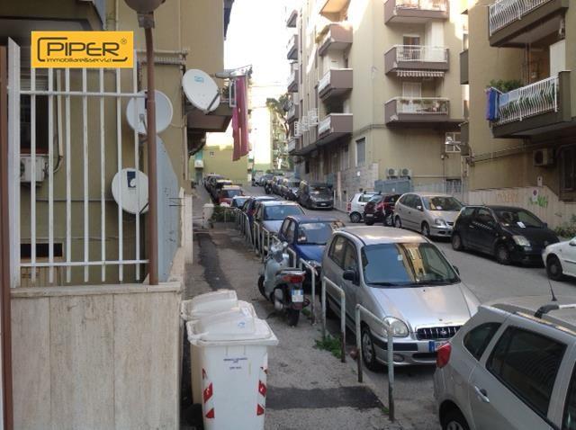 Negozio / Locale in affitto a Napoli, 9999 locali, zona Zona: 10 . Bagnoli, Fuorigrotta, Agnano, prezzo € 650 | CambioCasa.it