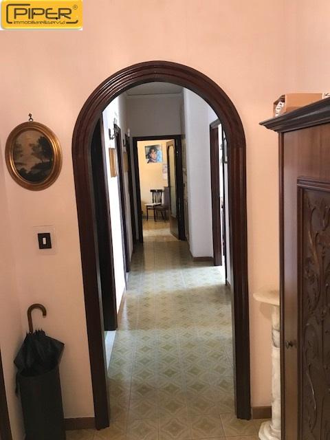 Appartamento in affitto a Napoli, 8 locali, zona Località: ColliAminei, prezzo € 750 | CambioCasa.it