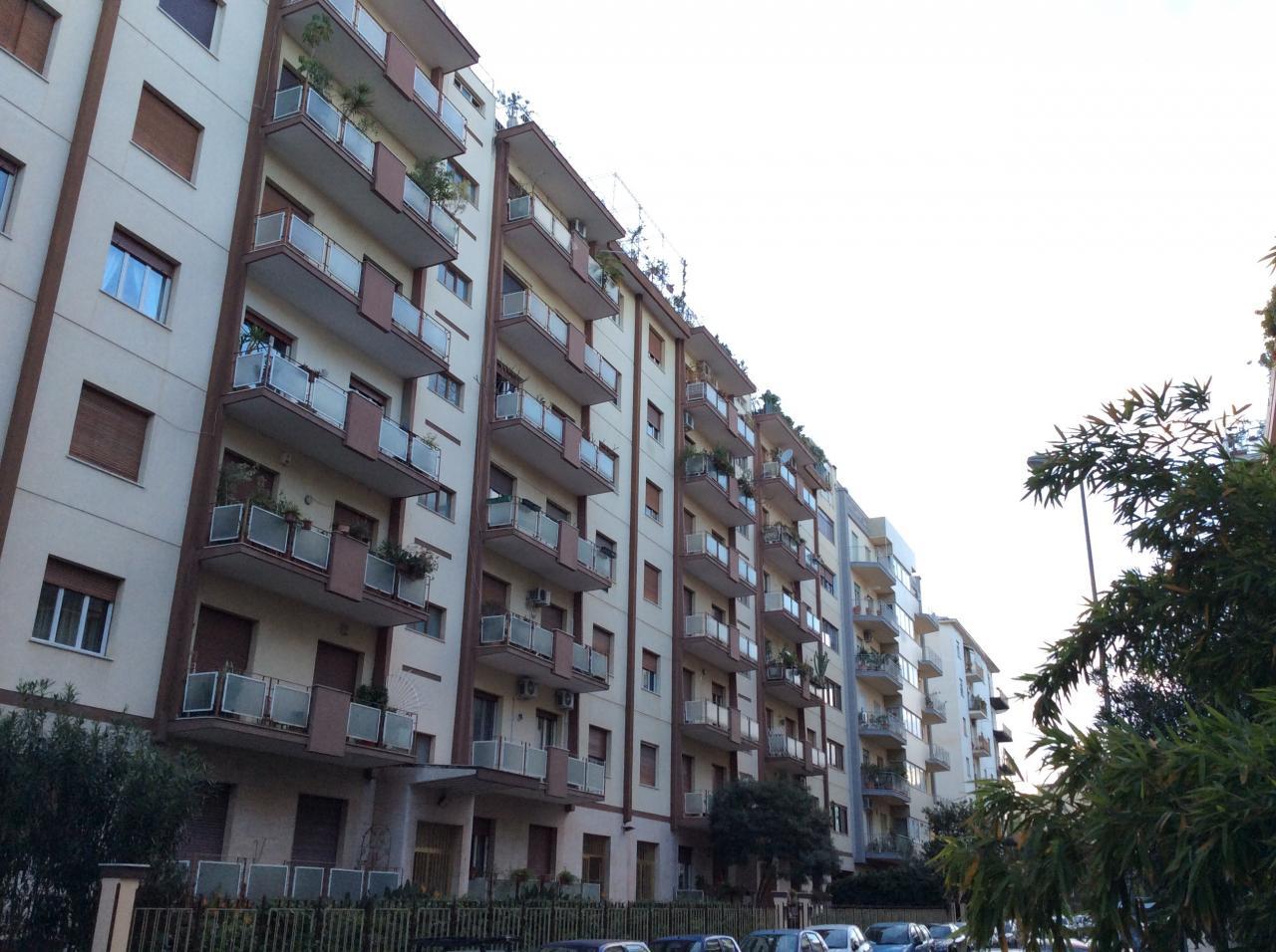 Appartamento in affitto a Palermo, 5 locali, zona Località: Lazio, prezzo € 700 | Cambio Casa.it
