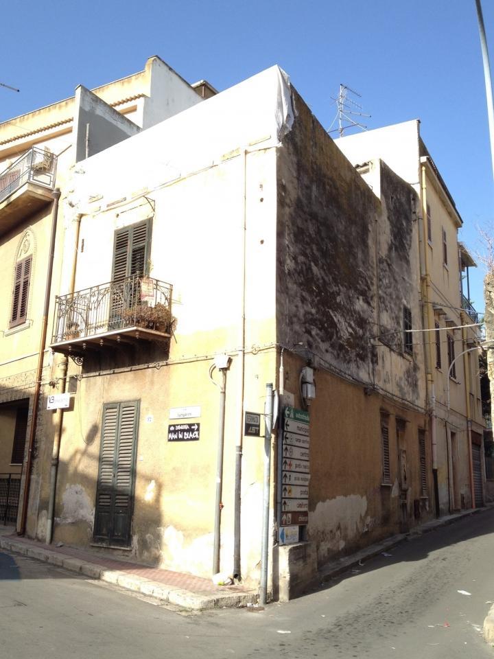 Palazzo / Stabile in Vendita a Casteldaccia