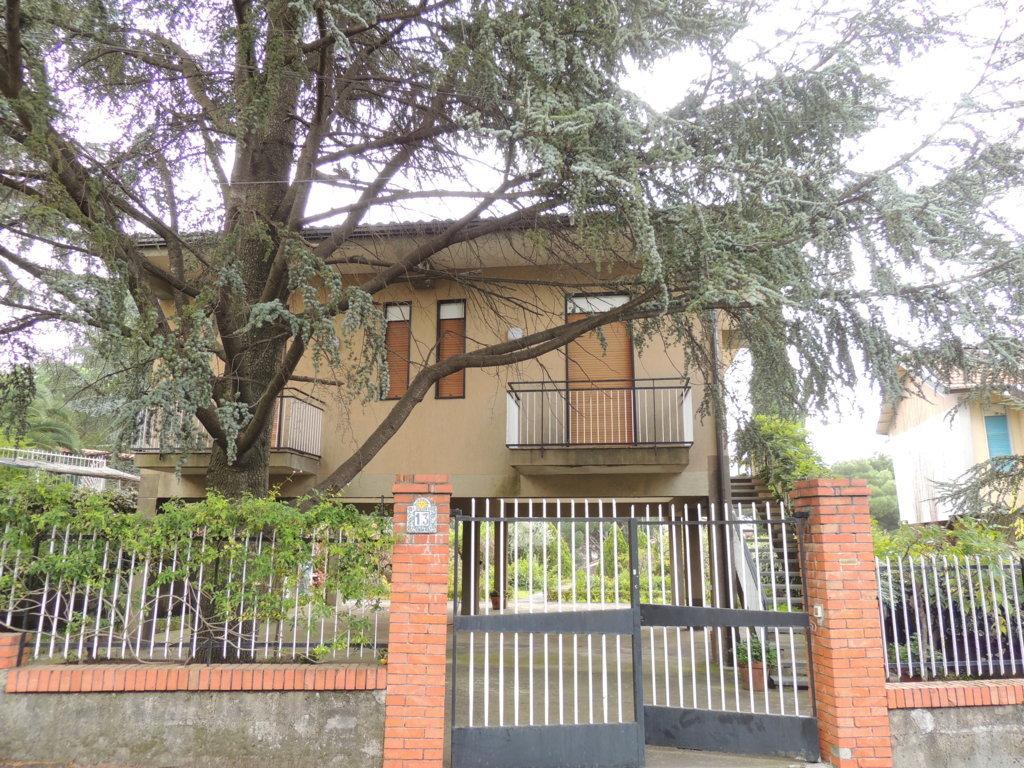 Villa in vendita a Nicolosi, 3 locali, prezzo € 179.000   Cambio Casa.it