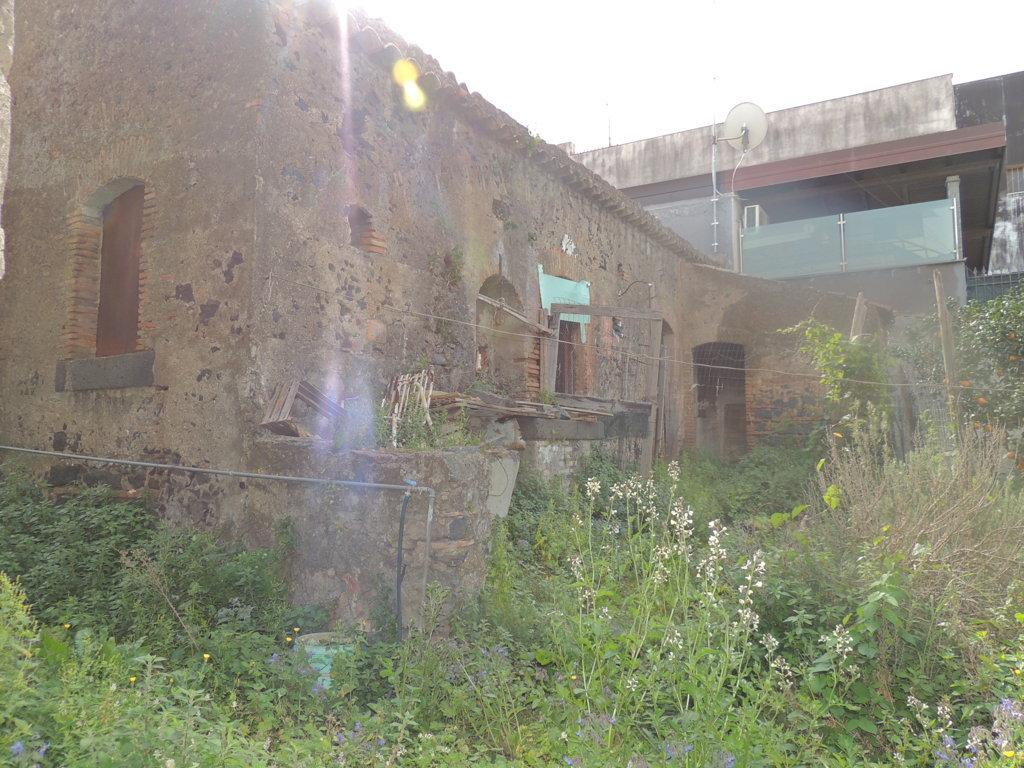 Rustico / Casale in vendita a Gravina di Catania, 7 locali, zona Località: Centro, prezzo € 150.000   Cambio Casa.it