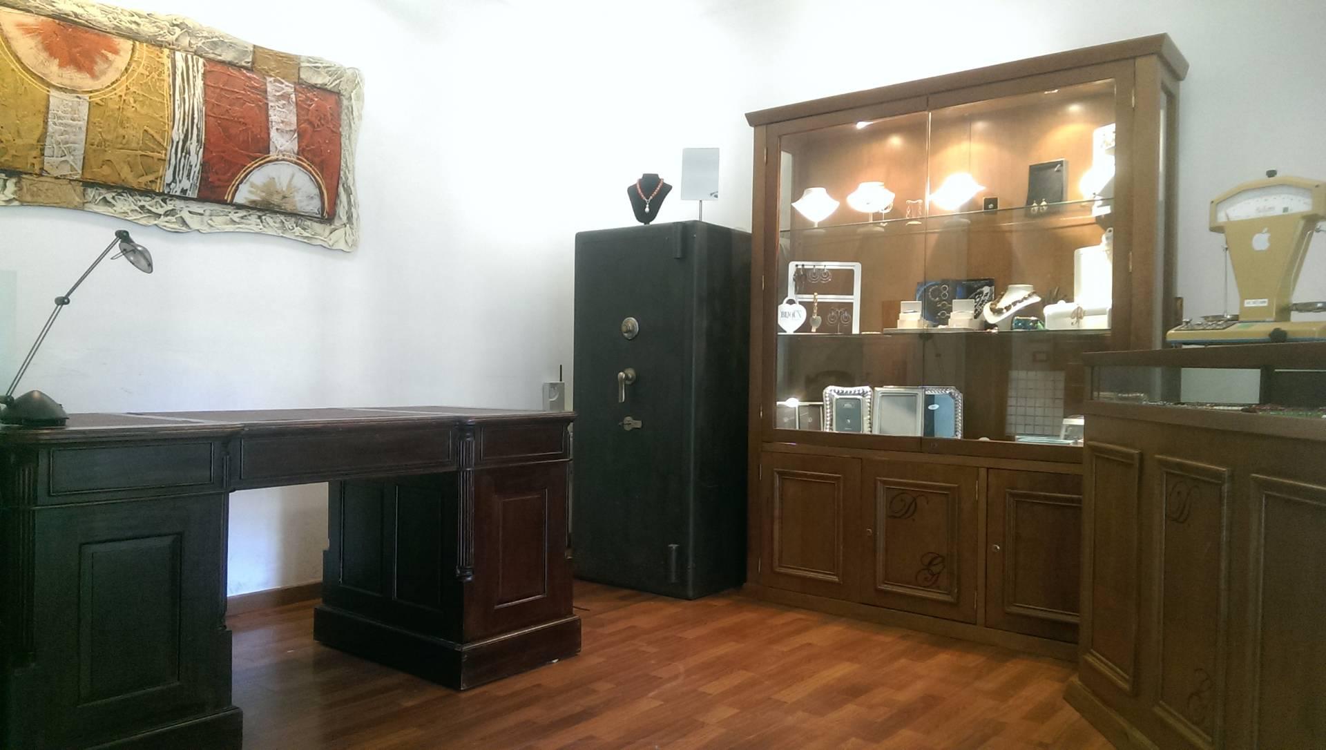 Negozio / Locale in affitto a Palermo, 9999 locali, zona Zona: Libertà, prezzo € 450 | CambioCasa.it