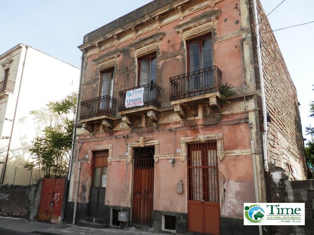 Palazzo / Stabile in vendita a Catania, 10 locali, zona Località: ZonaCibali, prezzo € 260.000 | Cambio Casa.it