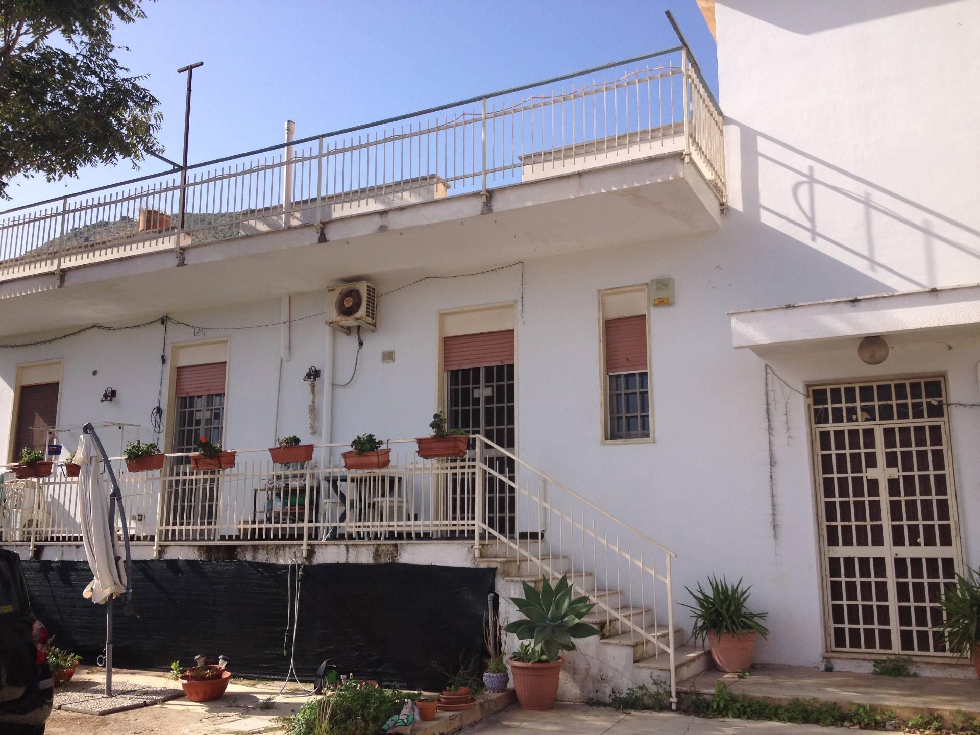 Villa in affitto a Palermo, 7 locali, prezzo € 700 | Cambio Casa.it