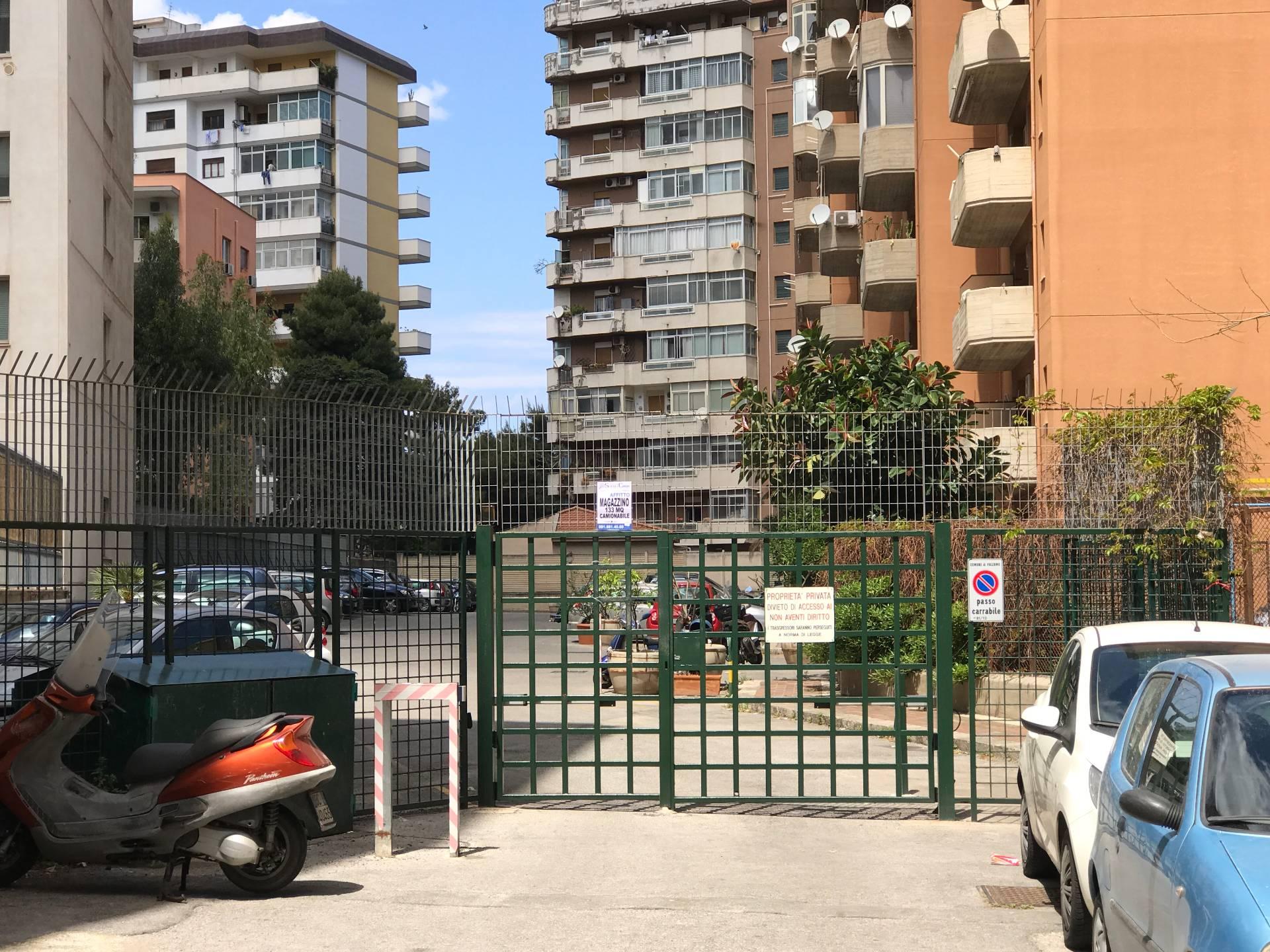 Magazzino in affitto a Palermo, 9999 locali, zona Località: Giotto, prezzo € 580 | CambioCasa.it