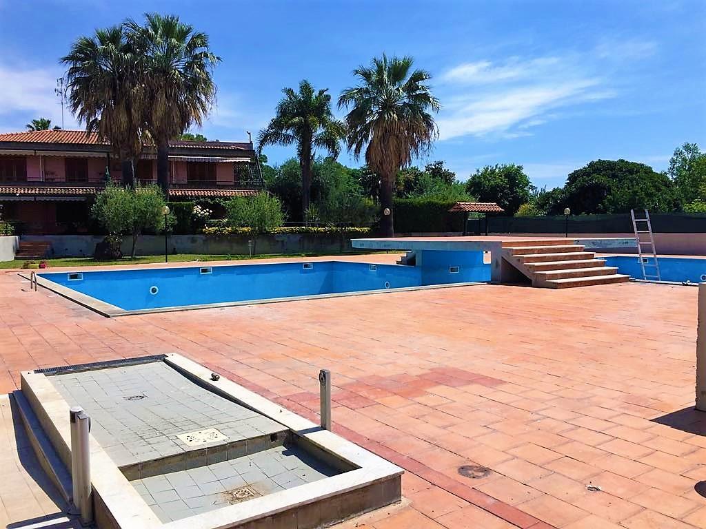 Appartamento in vendita a Acireale, 4 locali, zona Località: Capomulini, prezzo € 175.000   CambioCasa.it