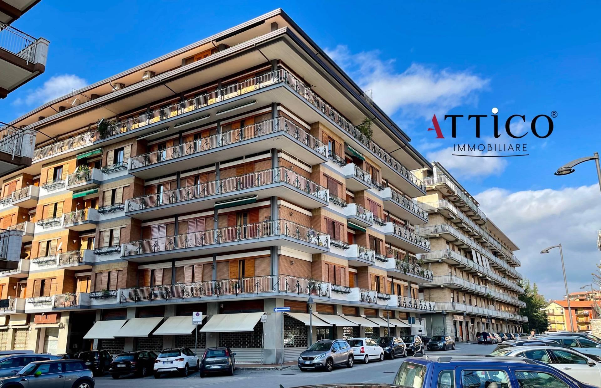 Appartamento in vendita a Avellino, 6 locali, prezzo € 230.000 | CambioCasa.it
