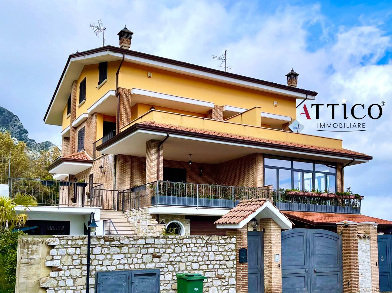 Villa Bifamiliare in vendita a Ospedaletto d'Alpinolo, 8 locali, prezzo € 295.000 | CambioCasa.it