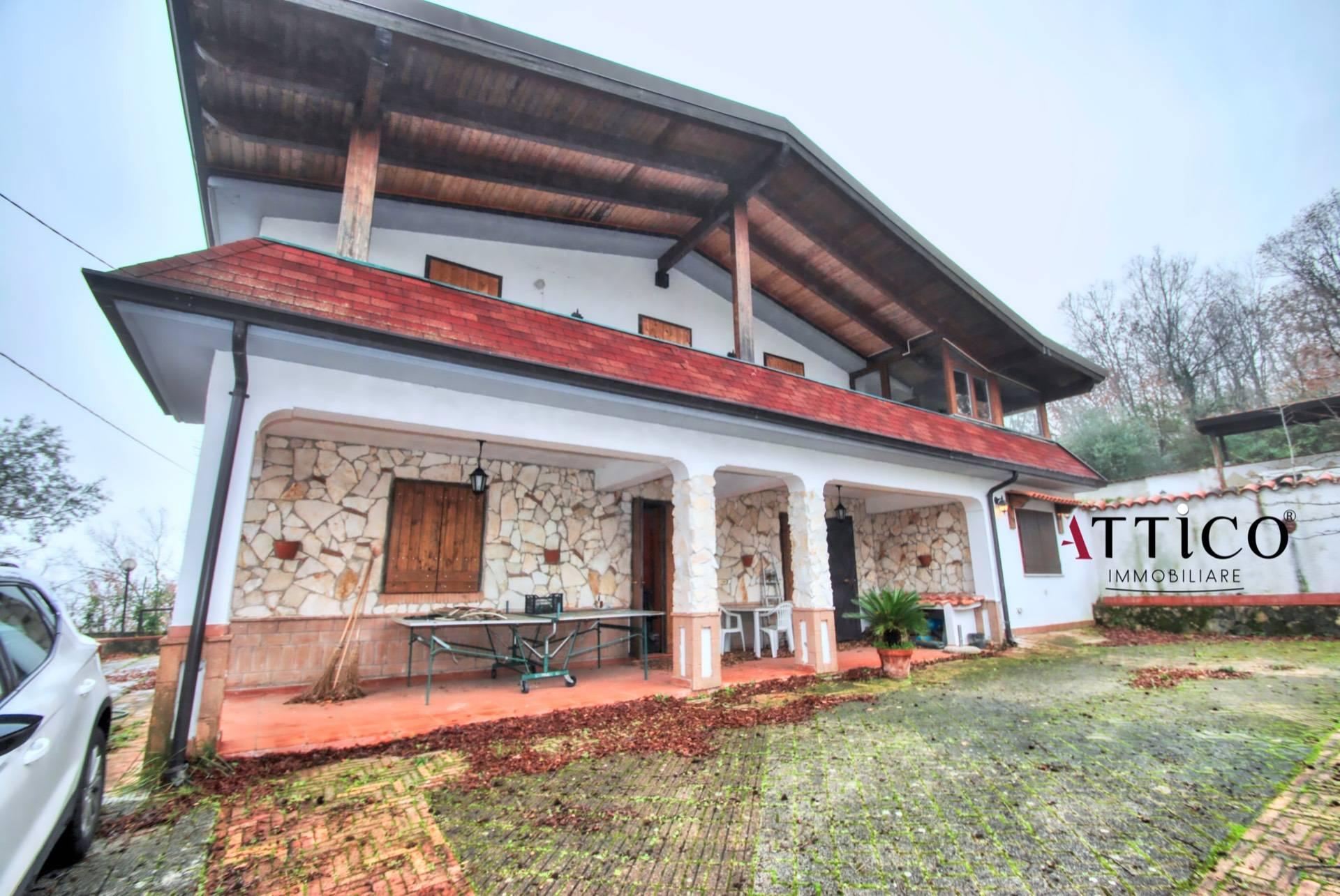 Villa in vendita a Sant'Angelo a Scala, 7 locali, prezzo € 108.000 | CambioCasa.it