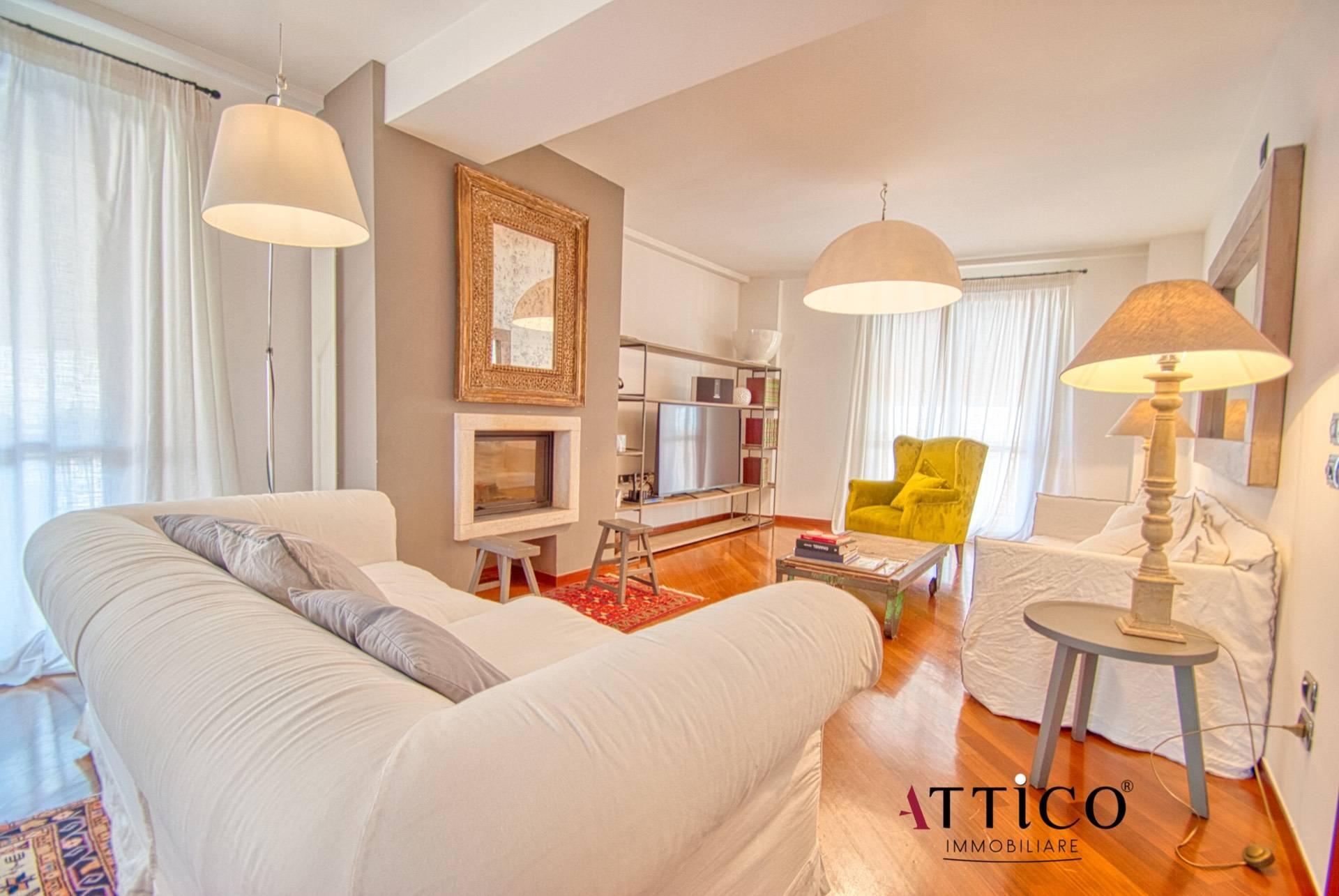 Appartamento in vendita a Avellino, 7 locali, prezzo € 580.000 | CambioCasa.it