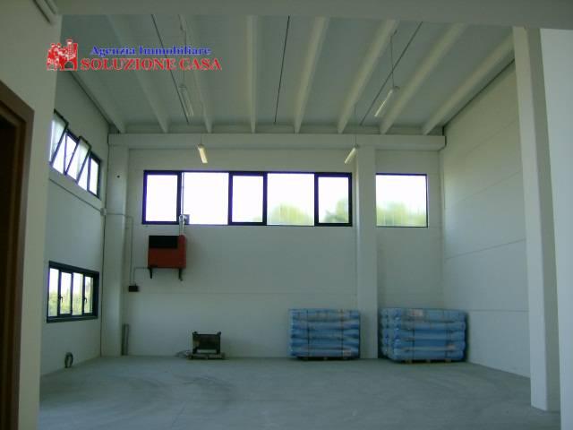 Capannone in affitto a Cento, 9999 locali, zona Zona: Bevilacqua, prezzo € 1.100 | CambioCasa.it