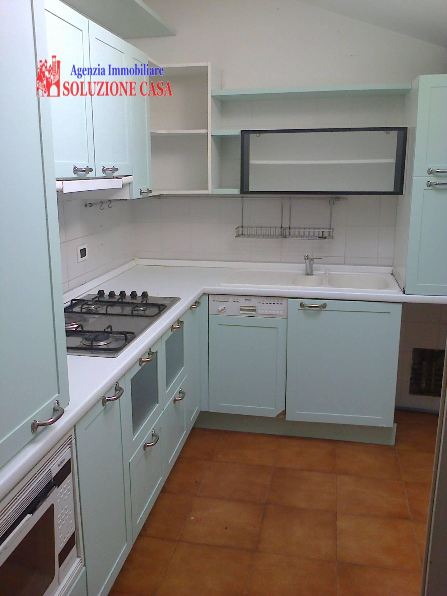 Appartamento in affitto a Cento, 4 locali, prezzo € 500   CambioCasa.it
